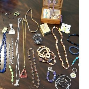 💝 Lot of Fashion Jewelry and Wooden Jewelry Box